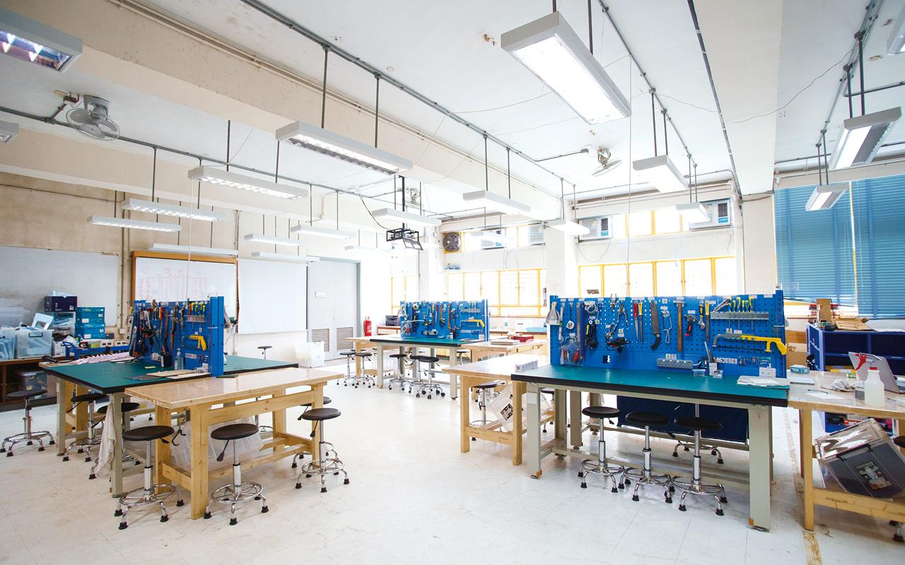學校透過優質教育基金重整STEM Lab,並推展初中的常規課程——「賽馬會MAKER+創新課程」。