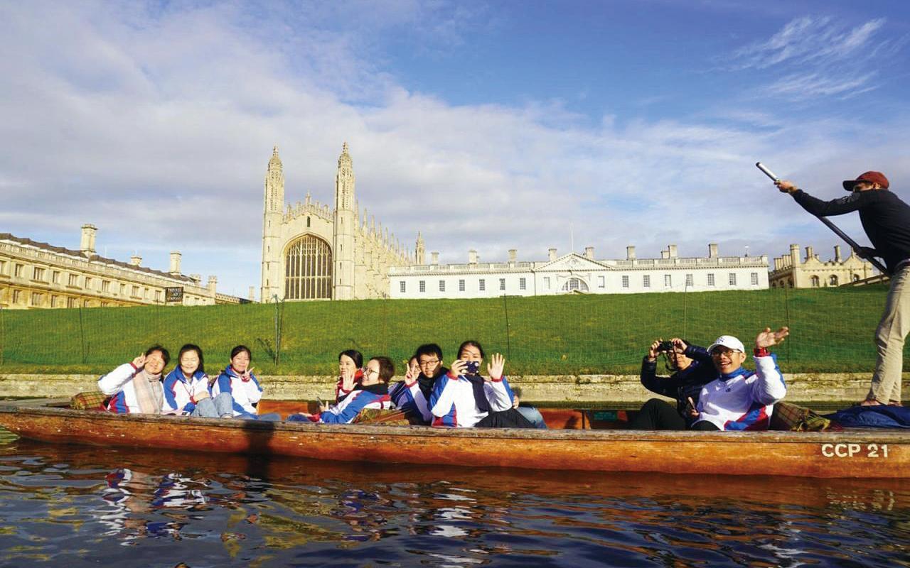 獲選為東華大使的學生曾到倫敦參觀。