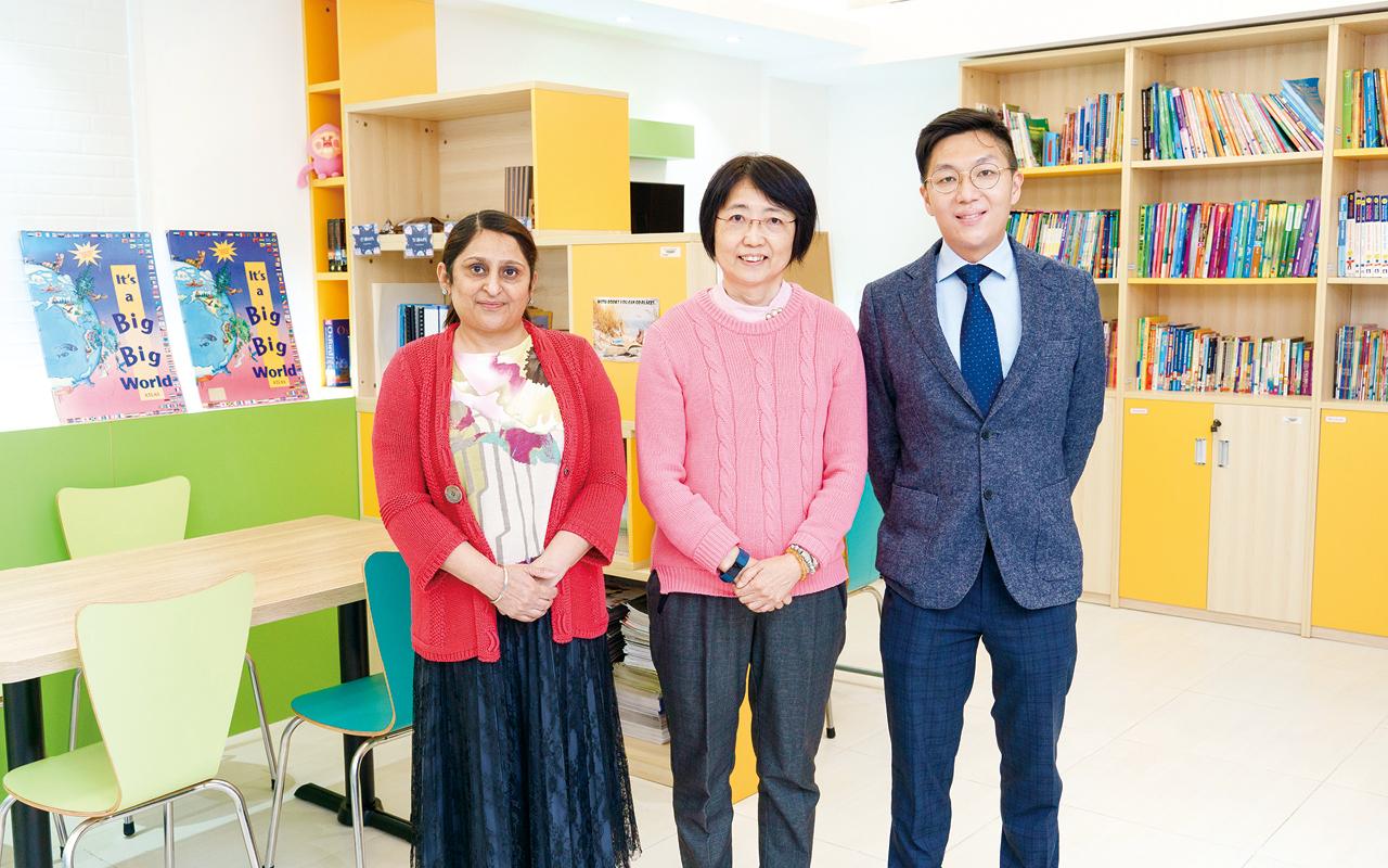 校長馮金燕博士表示,以往每位英文教師會負責教授3班,現下調至教授2班,希望老師有更多時間設計課程和活動,並帶領學生參與英語活動,讓他們更有興趣學習英語。
