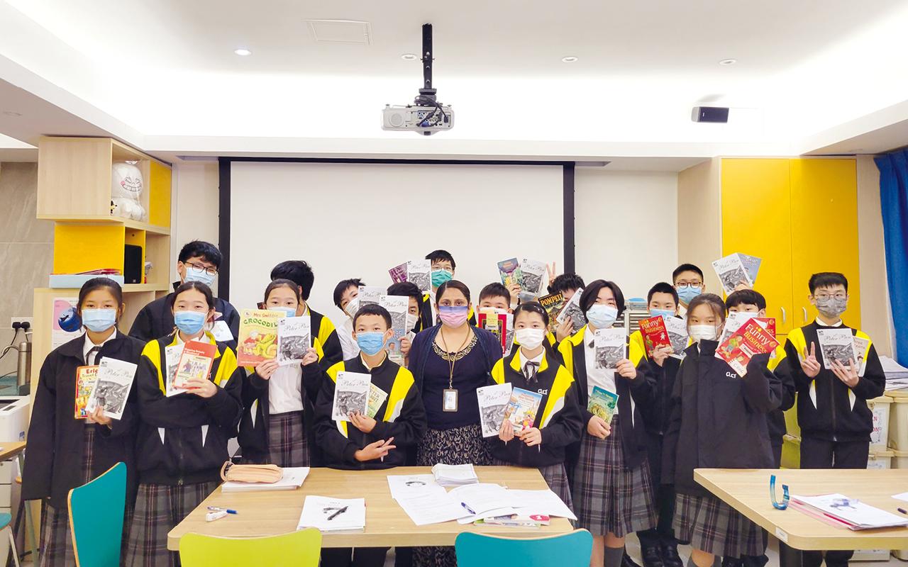 學校提供多元化的校外及校內英語活動,讓不同能力的學生均能參與,從而發展他們的英語潛能。