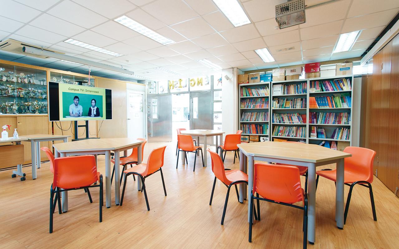 英語角環境舒適,有各種媒體的英語材料供同學消閒和學習。