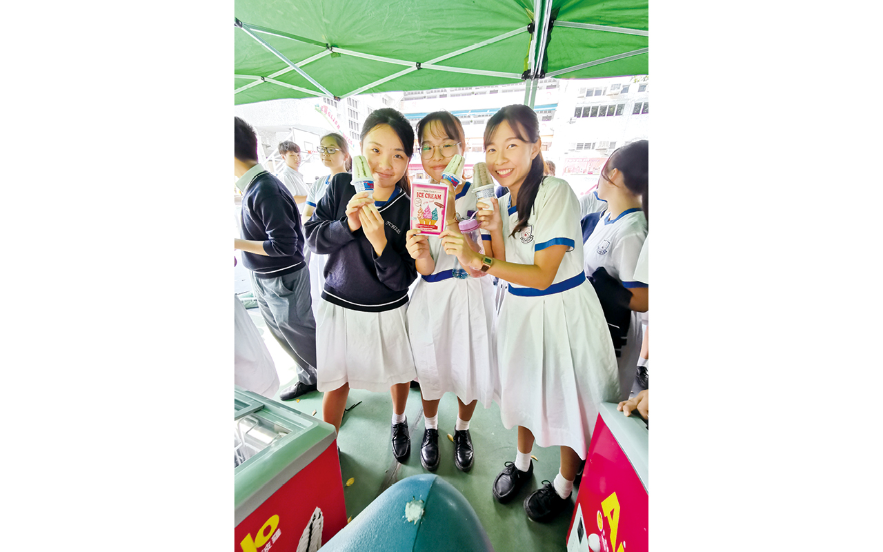 學生投入英語活動,憑「雪糕護照」換取雪糕。