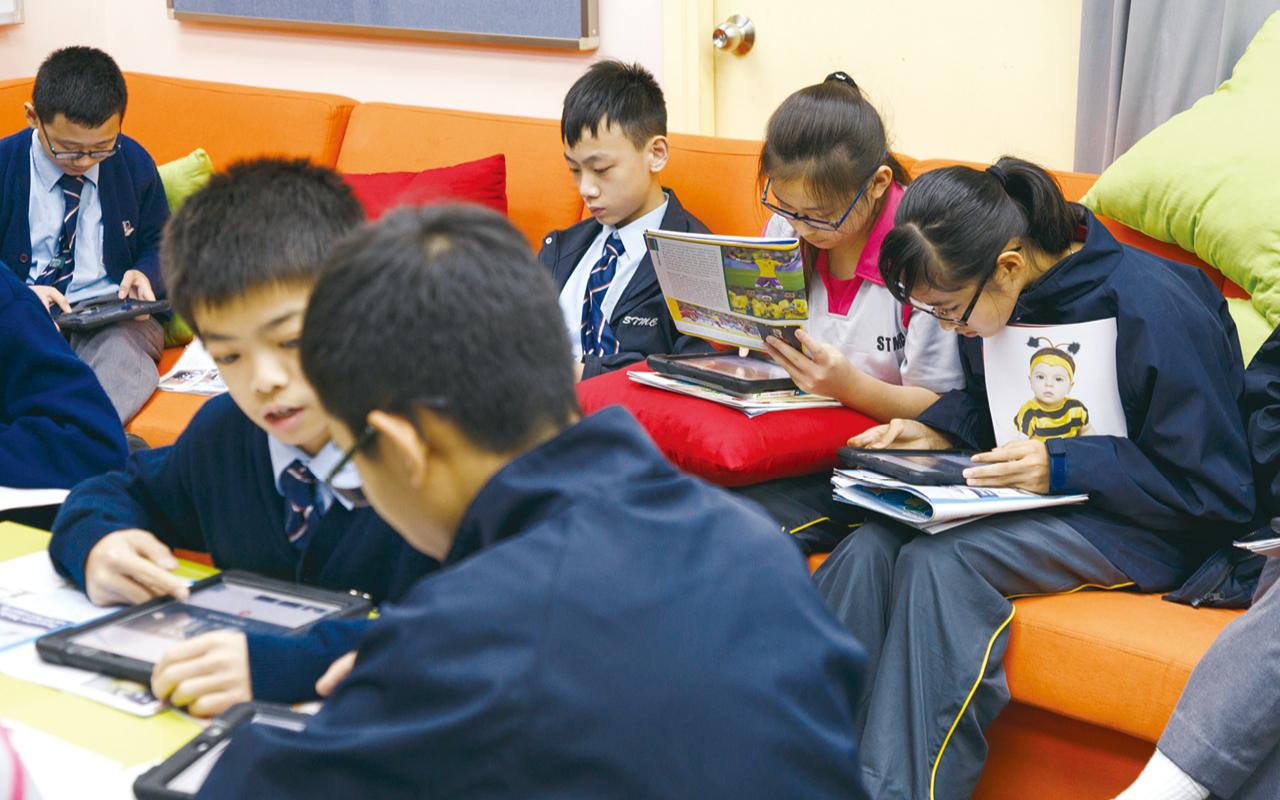 英文科科主任甘佩嫻老師期望同學能透過社會服務學習服侍的精神,從中培育學生的心靈成長。
