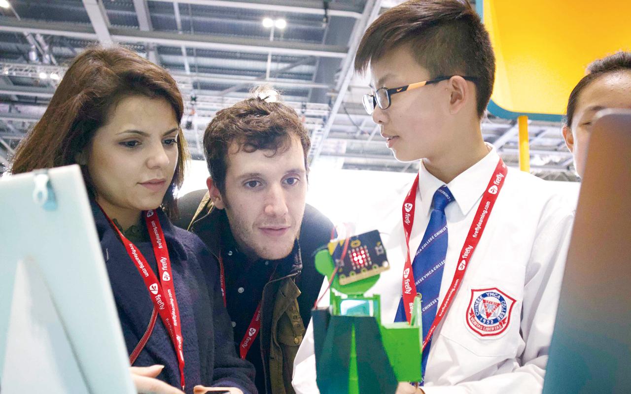 學生又在2018年及2019年赴英國倫敦參與國際展覽「BETT Show(英國教育科技展)」,在攤位中展示STEM學習成果,並與出席展覽的世界各地人士交流。
