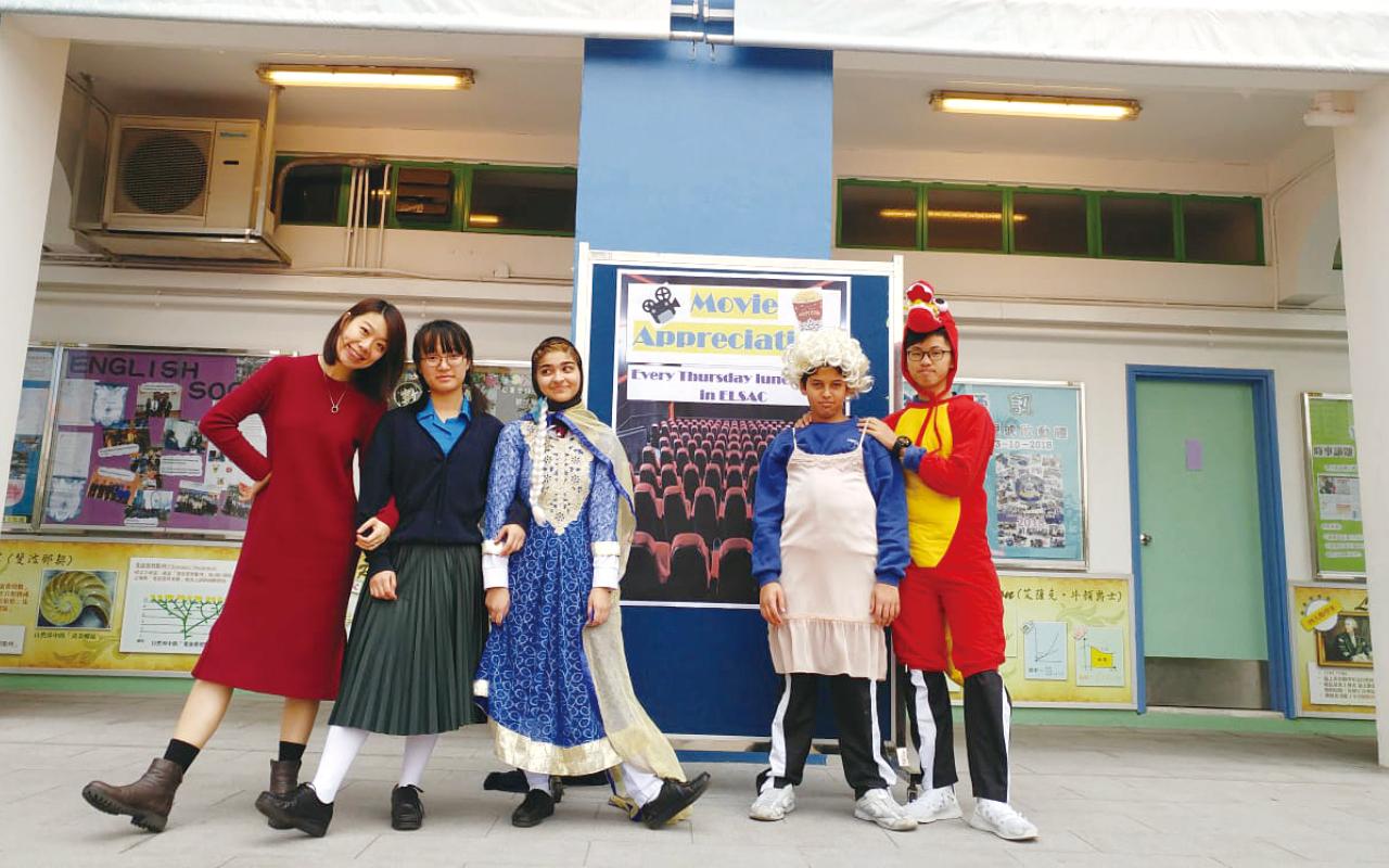學校教授語言藝術,也設簡單的英語話劇,以趣味為主。