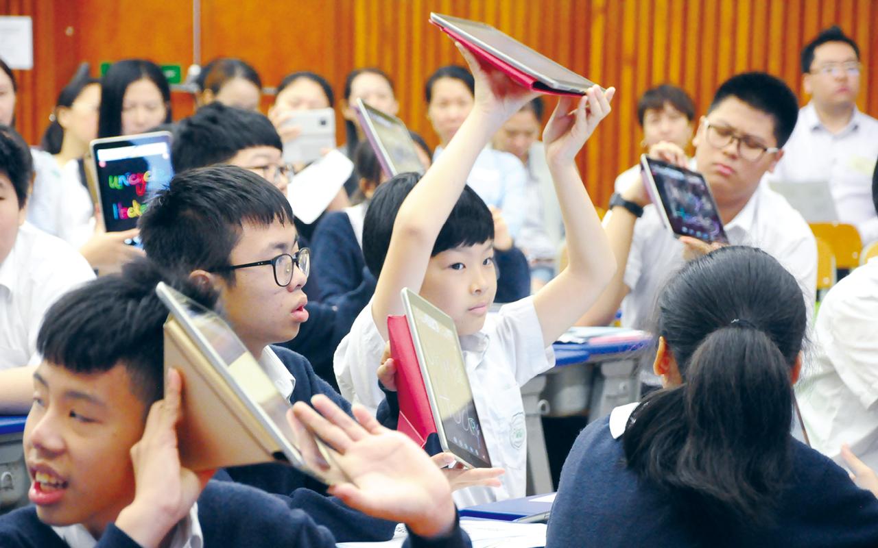 老師會按學生程度,使用不同教材教授,因材施教,希望每科都能提供機會讓學生接觸英語,全方位學習不同英文用語培養英語學習興趣。