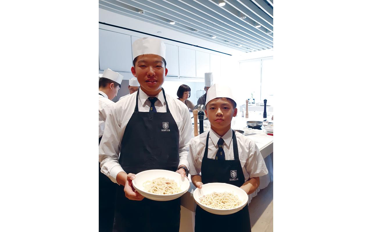 同學參與「學校起動」計劃,與「太平洋會」合辦英語小廚師的體驗。