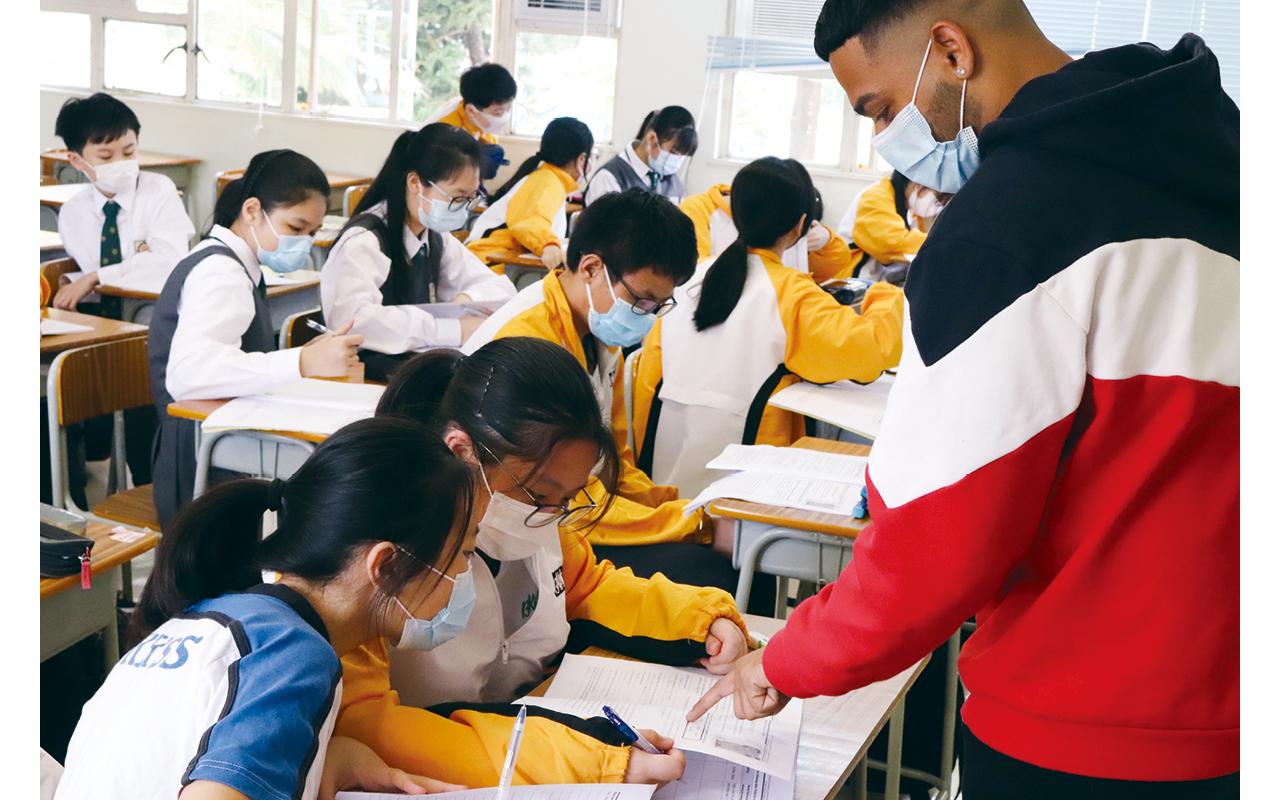 黃海卓校長盼望學生於學術與品格兩方面並重,在締造充滿關愛的校園環境下,培養學習和運用英語的興趣,茁壯成長。