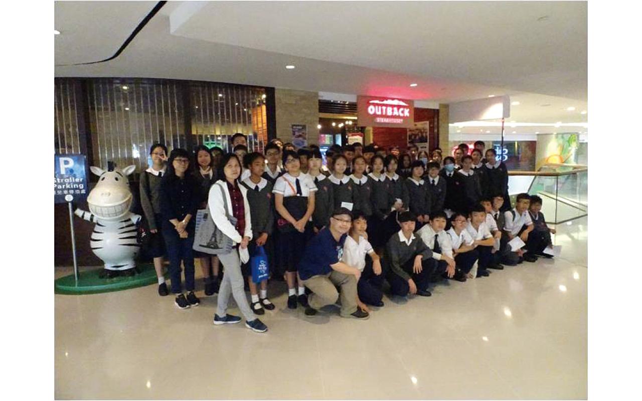 教學團隊會帶領同學到合作多年的夥伴Outback Steakhouse,於西餐廳進行下午茶活動,學習用餐英語。