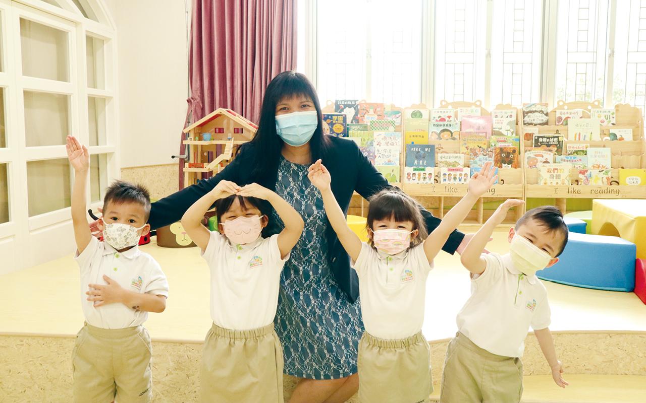 陳小旗校長認為在和諧友愛的學校團隊氛圍下,老師享受和學生一起探索、發現、成長,有助他們成為一個正向關愛,且具自信和能力的小巨人。