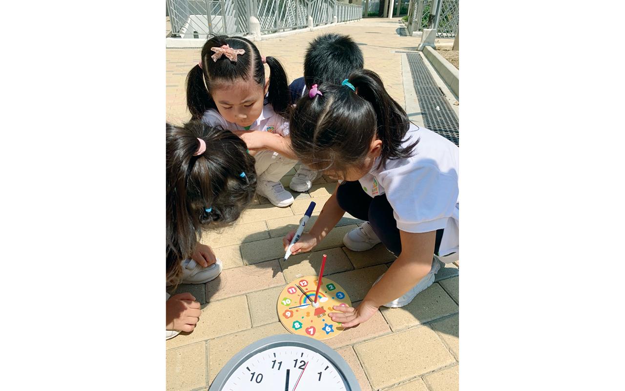 學校推動大自然式STEM教育,在STEM園地裏設置了豐富的材料和工具,讓學生親身體驗和探索。