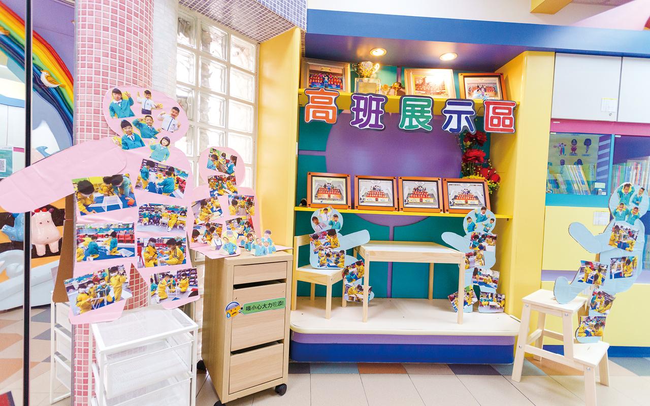以高班的工具主題為例,孩子常對日常生活中所看見的傢具擺設感興趣,老師便為他們設計了製作傢具的課程。