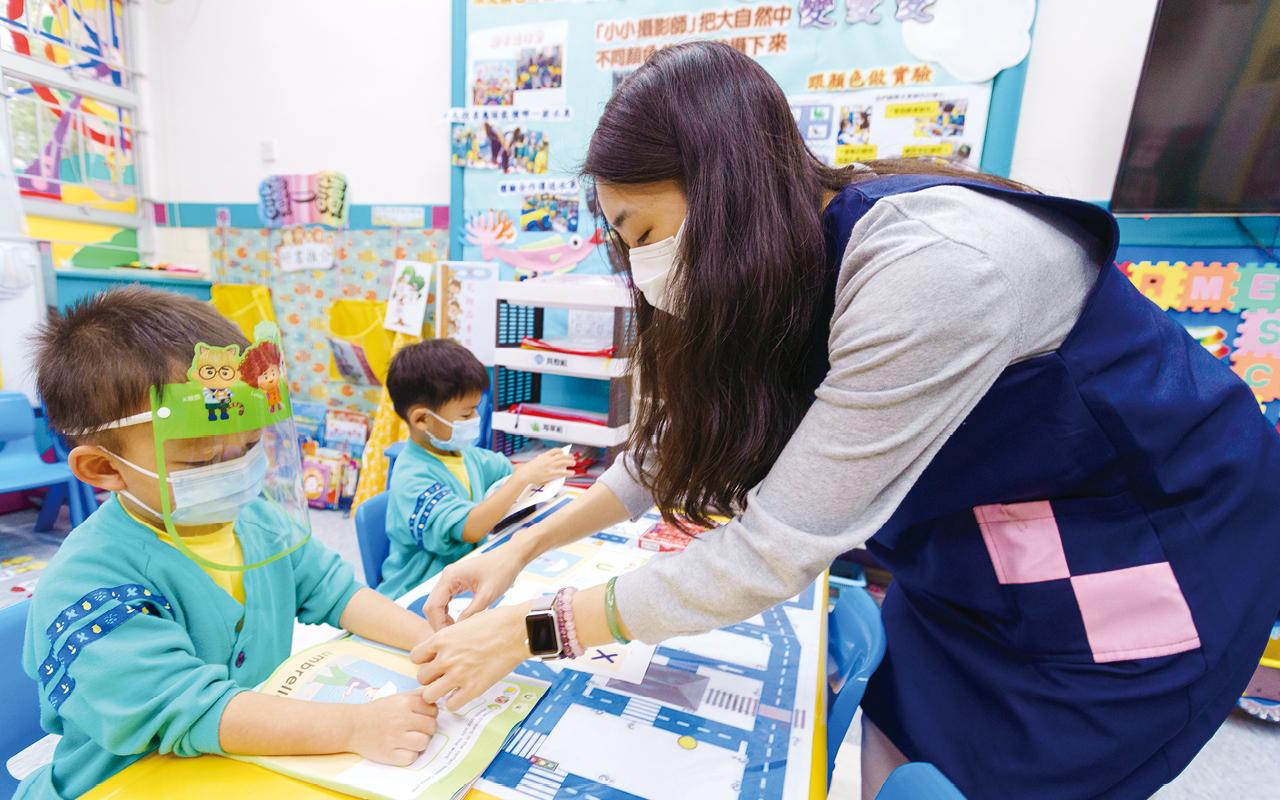 鷹架式教學模式的理念,讓孩子在開展主題後,能夠尋找自己感興趣的相關方向繼續學習,達至主動學習的理念。
