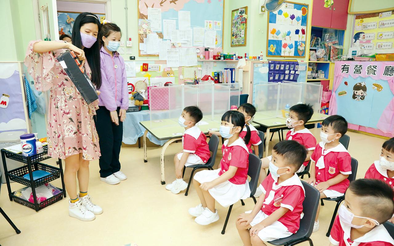 該校已推行戲劇教育達八年,老師會使用劇本進行教學,在各級圍繞不同的主題,培養學童的創造力。