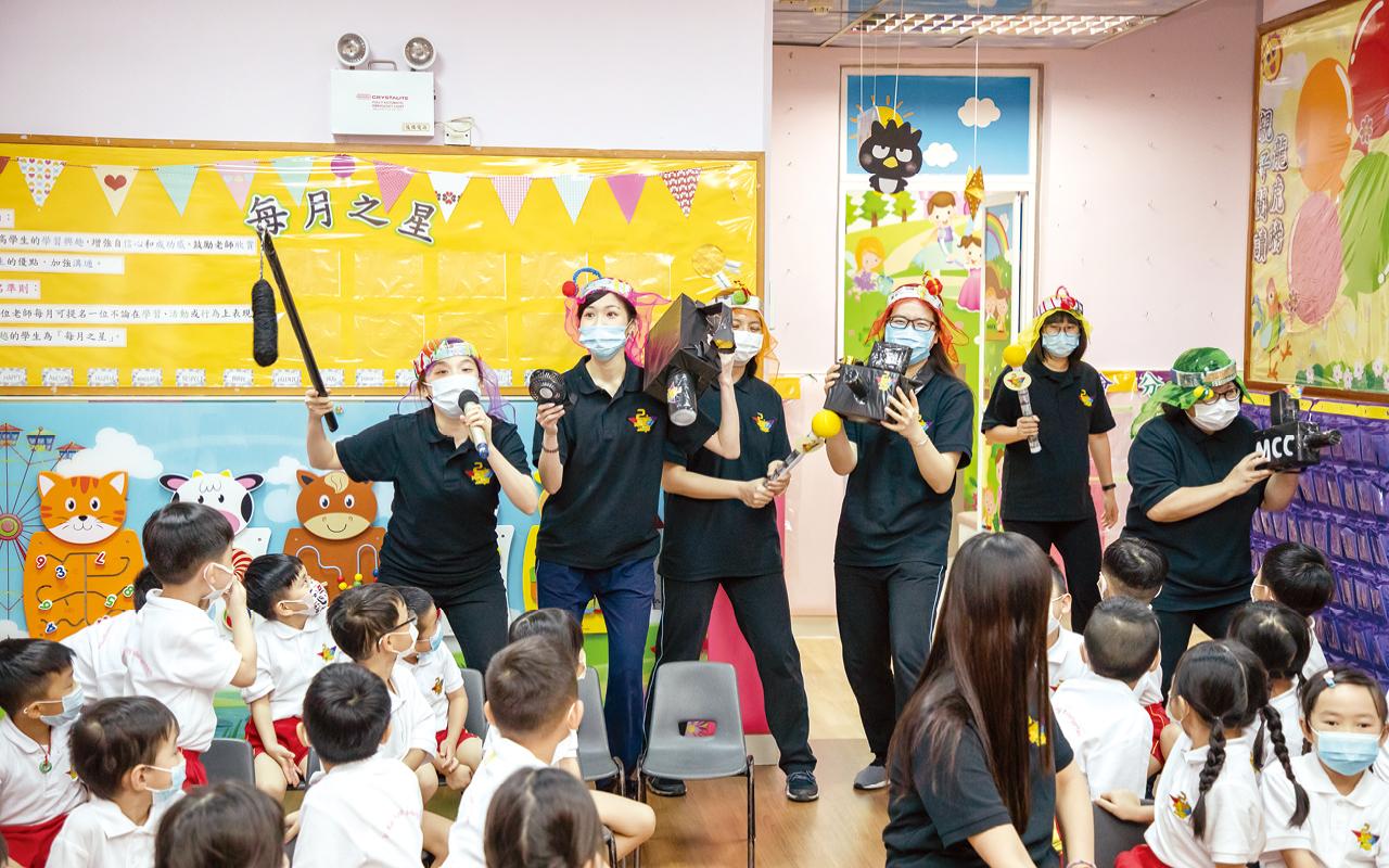 學校更會舉辦戲劇朗讀表演,讓全校師生齊齊欣賞他們的演譯。