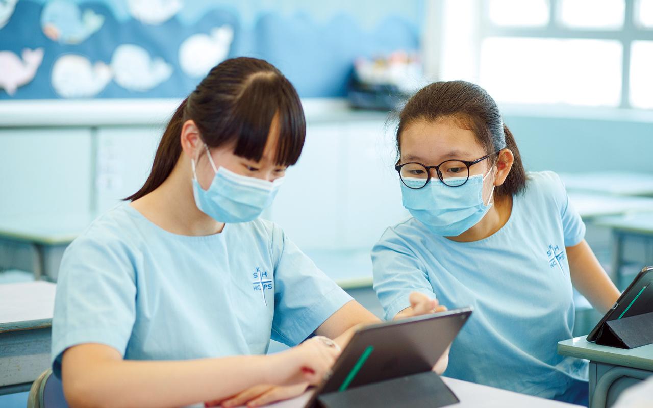 學校大量運用各種網上平台輔助教學,亦有助學生培養自主學習的習慣。