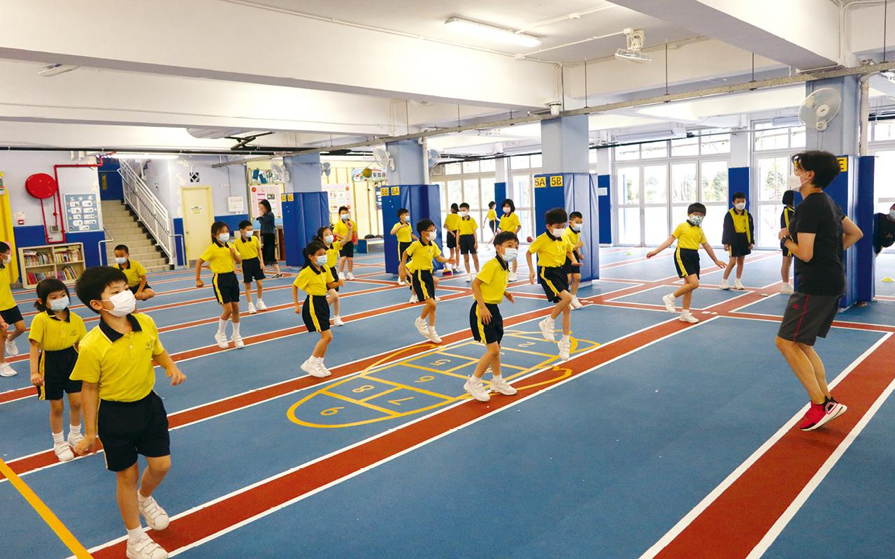 學校讓學生在舒適的學習環境,發展各類運動及球類項目,更有效地發展學生體藝潛能。