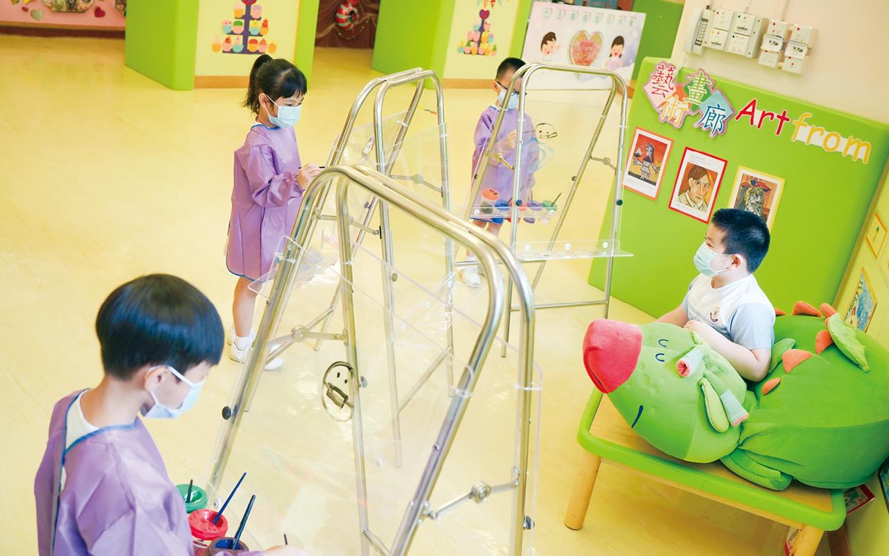 林校長十分注重藝術教育:「讓學童參與藝術相關的活動,能啟發他們的思考能力和耐性,培養高尚情操,學會欣賞身邊的人,發掘他們不同的長處。」