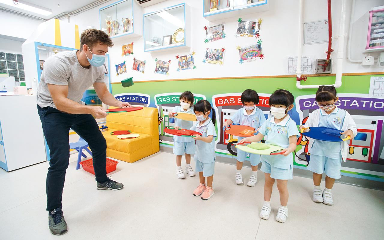 英文外籍老師教授英文及兼任適體能課程