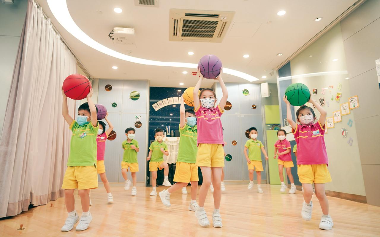 學校會針對一些日常較少使用的肌肉設置相應訓練,透過不斷刺激學生的大腦,使本體感覺日漸完善。