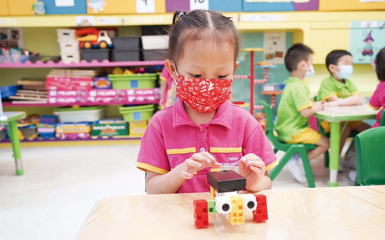 學校亦十分強調科學元素,自小訓練學童的邏輯思維。