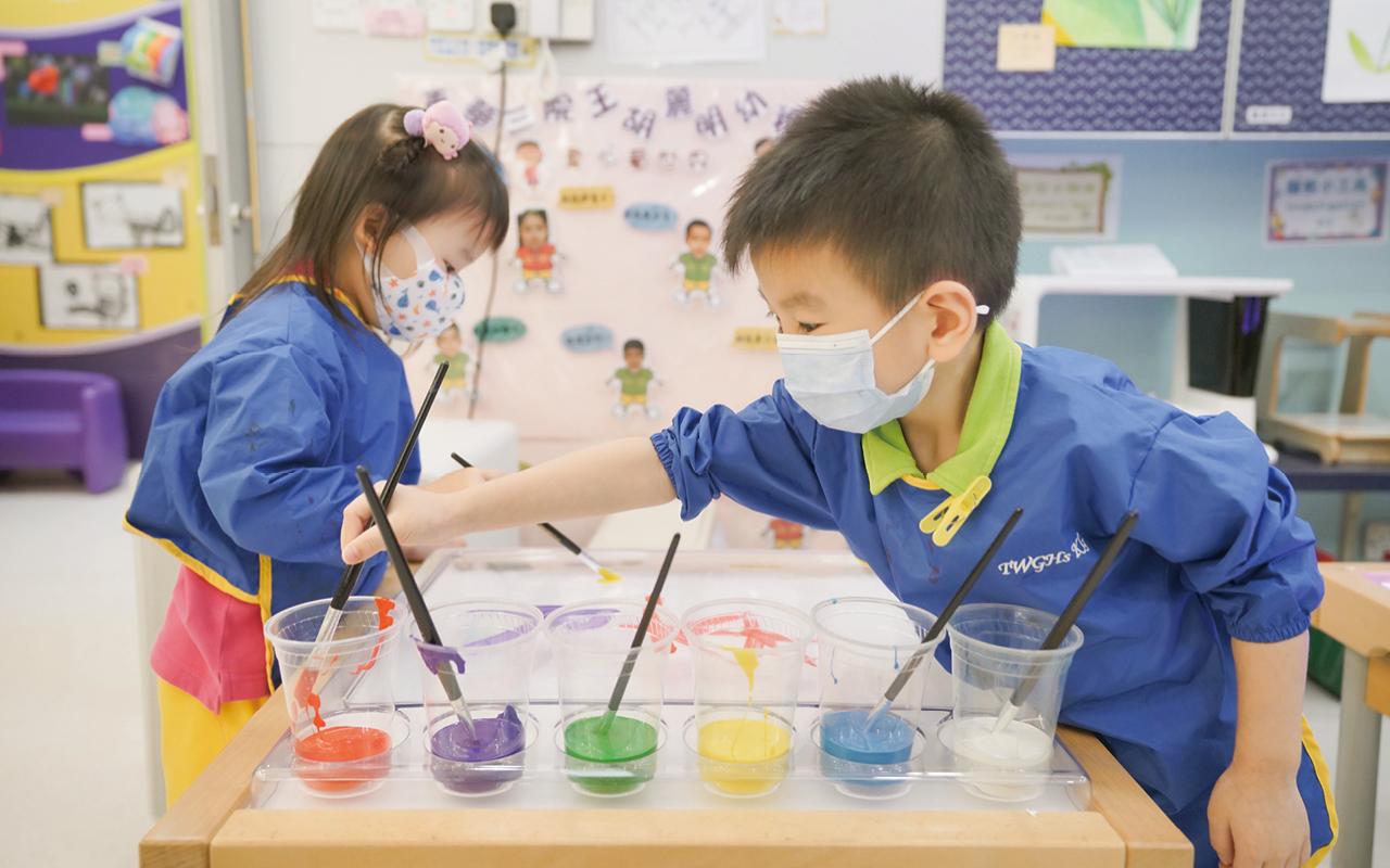 學校重視學童的個人素質,希望自小培育他們於藝術上的興趣。