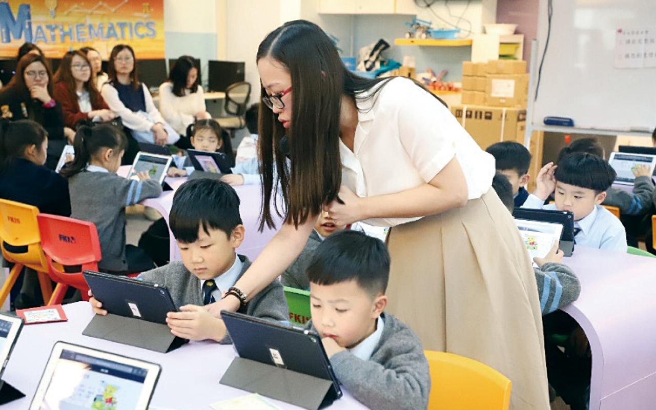 鳳溪創新小學早在2007年成為Microsoft全球12間未來學校之一,更是亞太區內首間全球未來學校,把着重創意教學的嶄新教育方式帶給學生。
