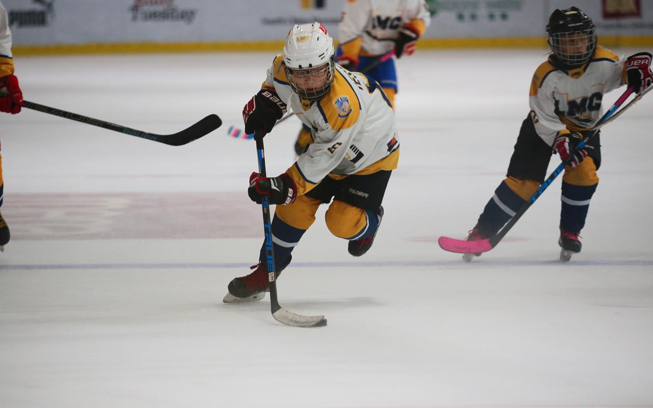 多元課外活動貼近全球潮流趨勢,體育方面,學生可以選擇冰上曲棍球、劍擊等項目。