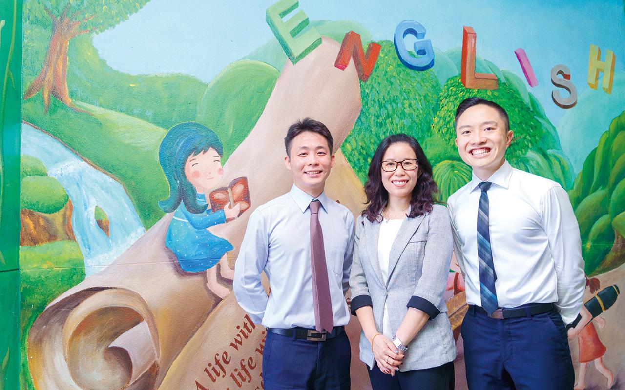 (左起)張天豪課程主任、李文萱校長、關焯賢副校長