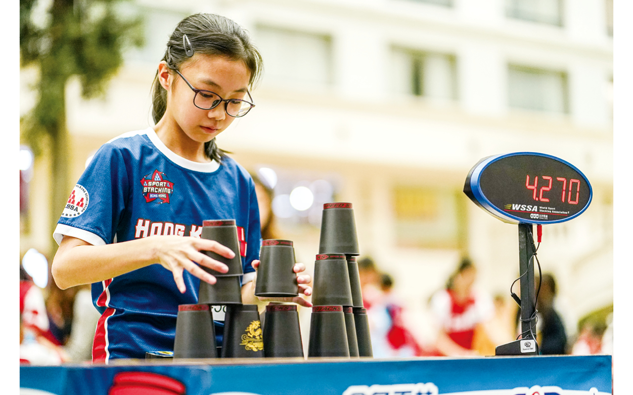 在體育方面,學校積極發展躲避盤、競技疊杯、花式跳繩等課程。