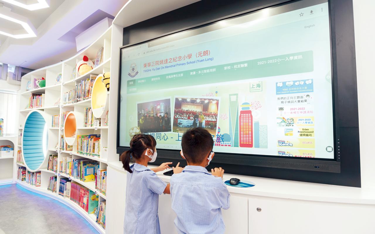 沉浸式教學模式能夠建立全面且生活化的語言環境,增加學生的英語溝通機會及提升英語聆聽能力,啟發他們對於英語的音韻覺知辨識能力。