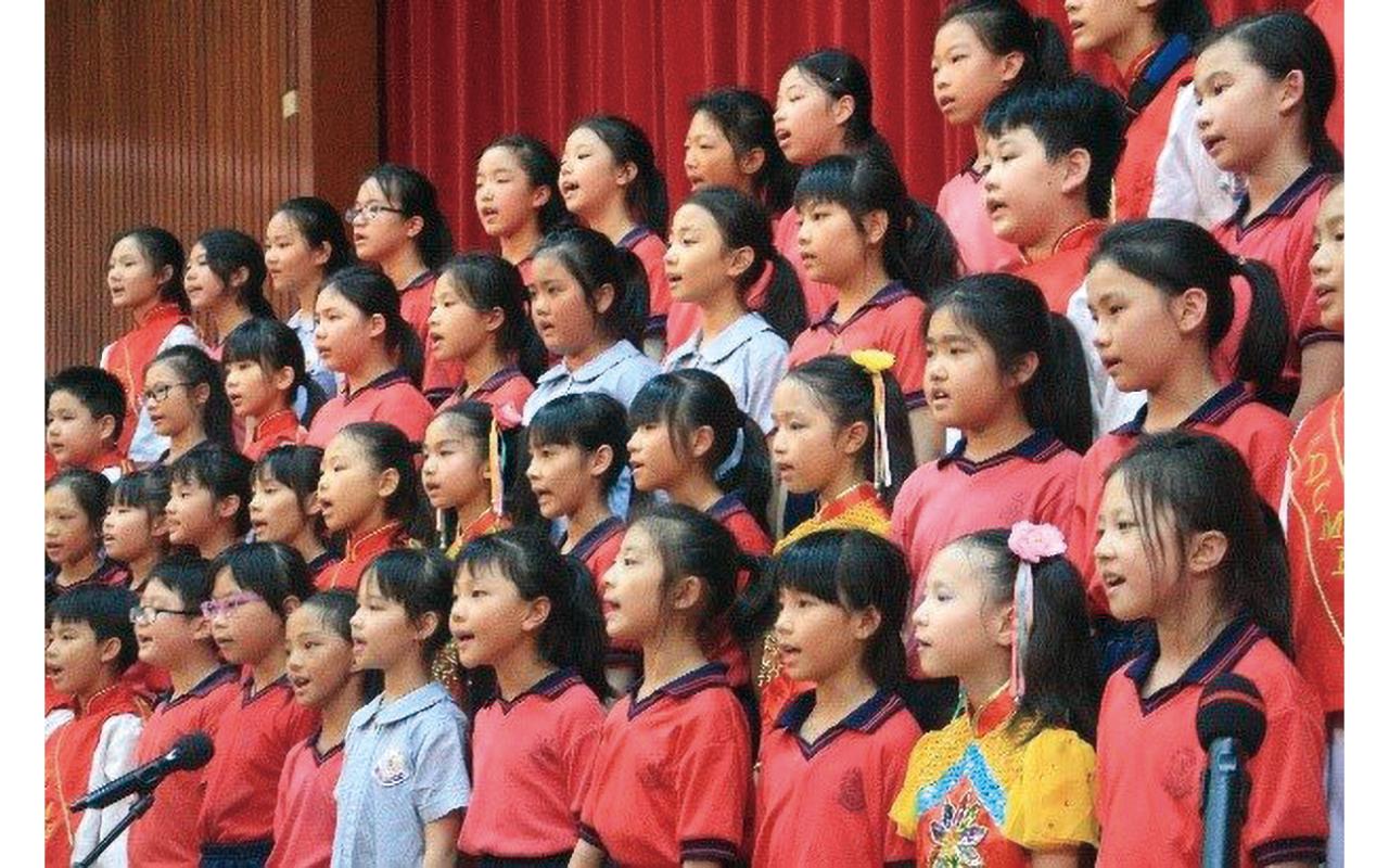 將樂器學習融入課時,讓每一位孩子都能受到音樂的熏陶,以達至美育之本。