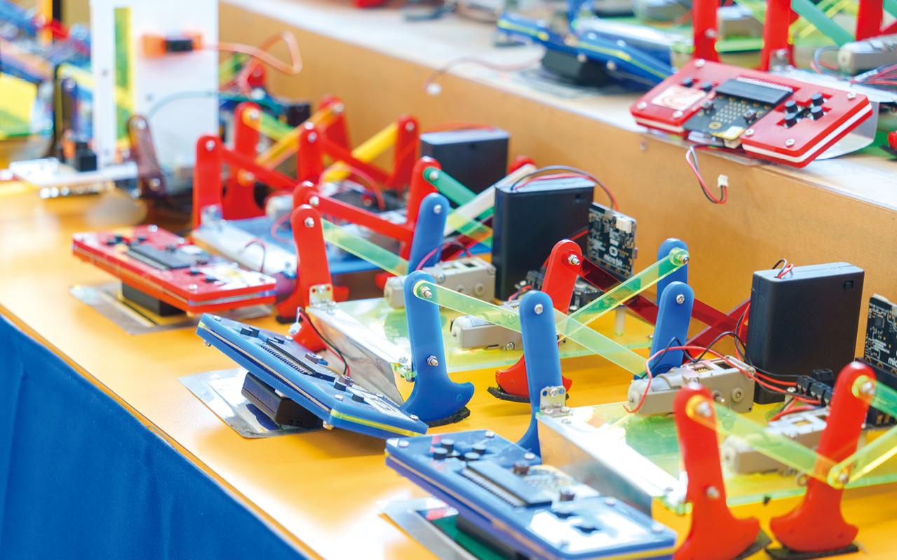 在現今香港,電子教學的應用早已成為常態,為了配合電子教學的日新月異,學校亦持續優化資訊科技的設備,提升學與教的效能。