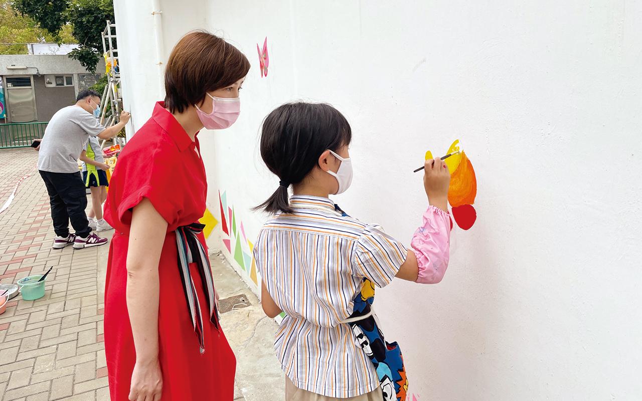 視藝尖子參與兆霖校本壁畫課程