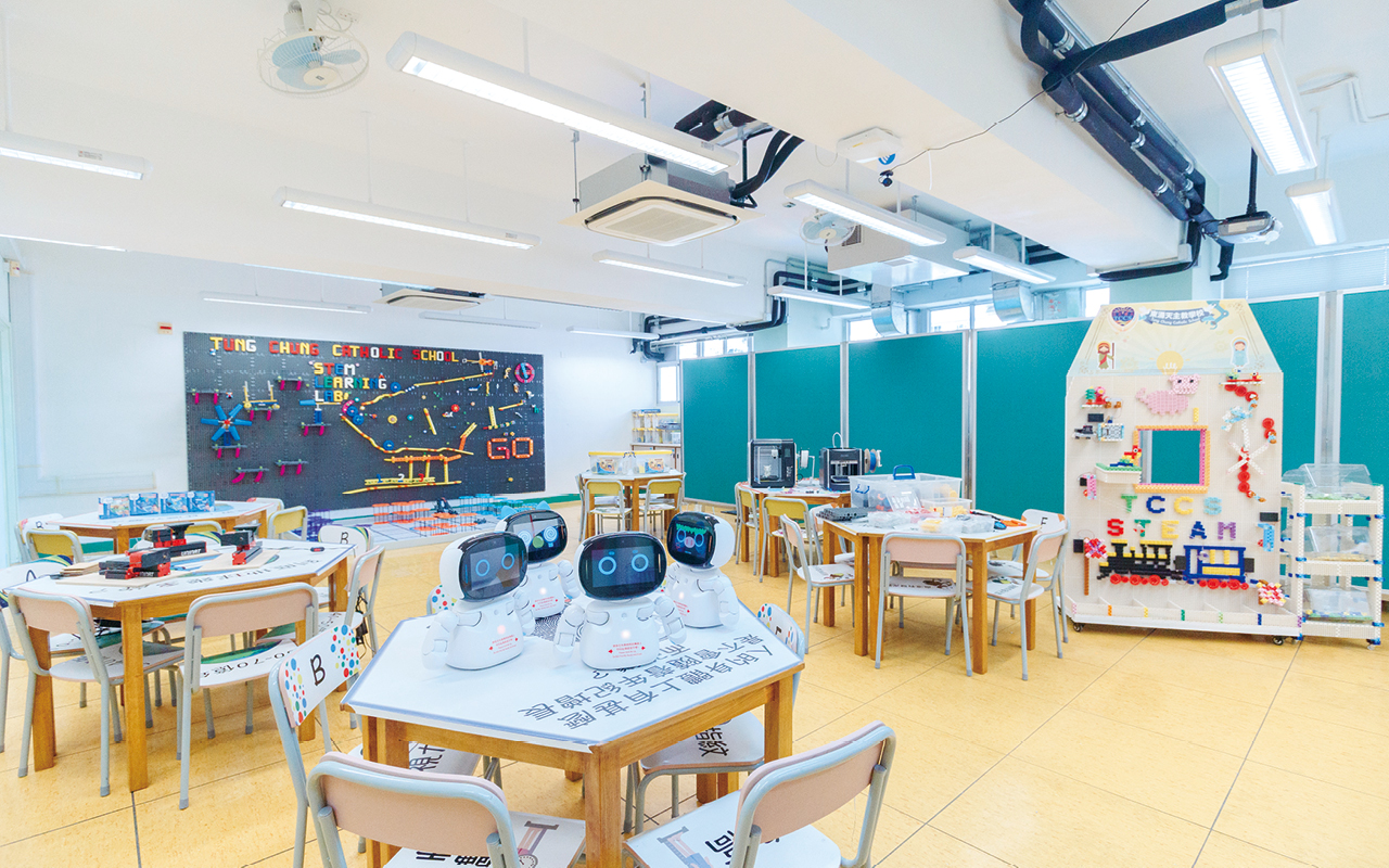 學生喜歡與AI機械人Kebbi一起學習英語,並在STEM課堂中動手製作,提升解難能力。