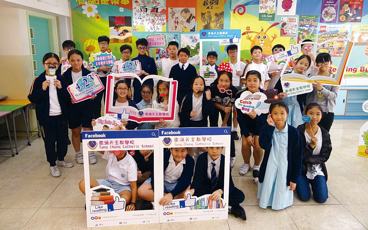 學校每年設閱讀日,師生共享閱讀樂趣。