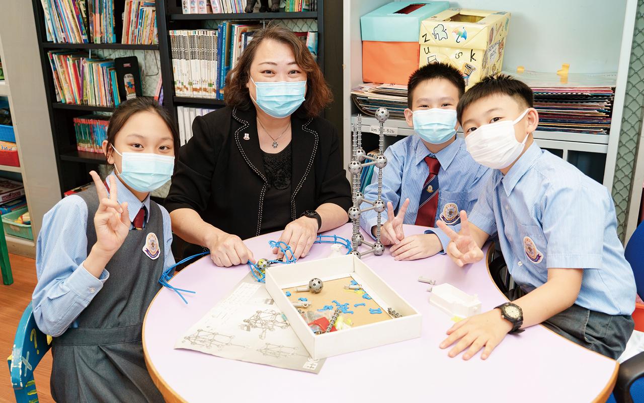 東華三院冼次雲小學一直秉持「以人為本」的教育理念,創校三十多年來以「認識孩子、尊重孩子、理解孩子」為本,設計完善的校本課程。