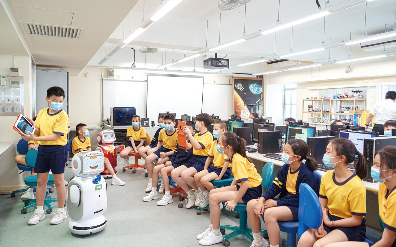 學生能夠便捷地利用裝備進行自主學習,同時有助他們在課堂時間和老師、同學進行協作學習,提升教學之間的互動。