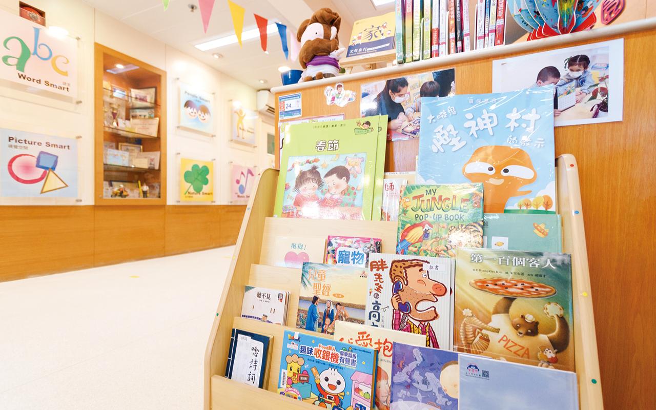 學校搜購了大量優質繪本,在課程合適的地方加入繪本協助教學。