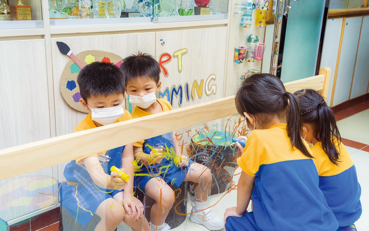 瑞吉歐教育模式提倡啟發幼兒的創造力與「美的情操」,讓他們在創作過程中表達自我、肯定自我,從而達致健康的身心靈成長。
