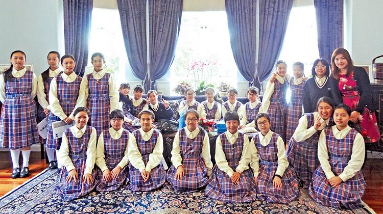 梁式芝書院:外籍老師 小班教授 營造豐富英文語境