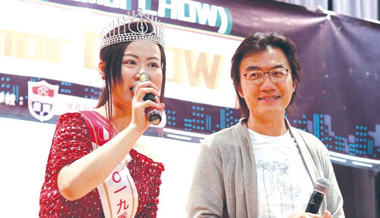 教育傳媒:林秋霞與Ben Sir同台演出。