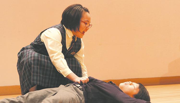 教育傳媒:學生在閉幕禮落力表演。