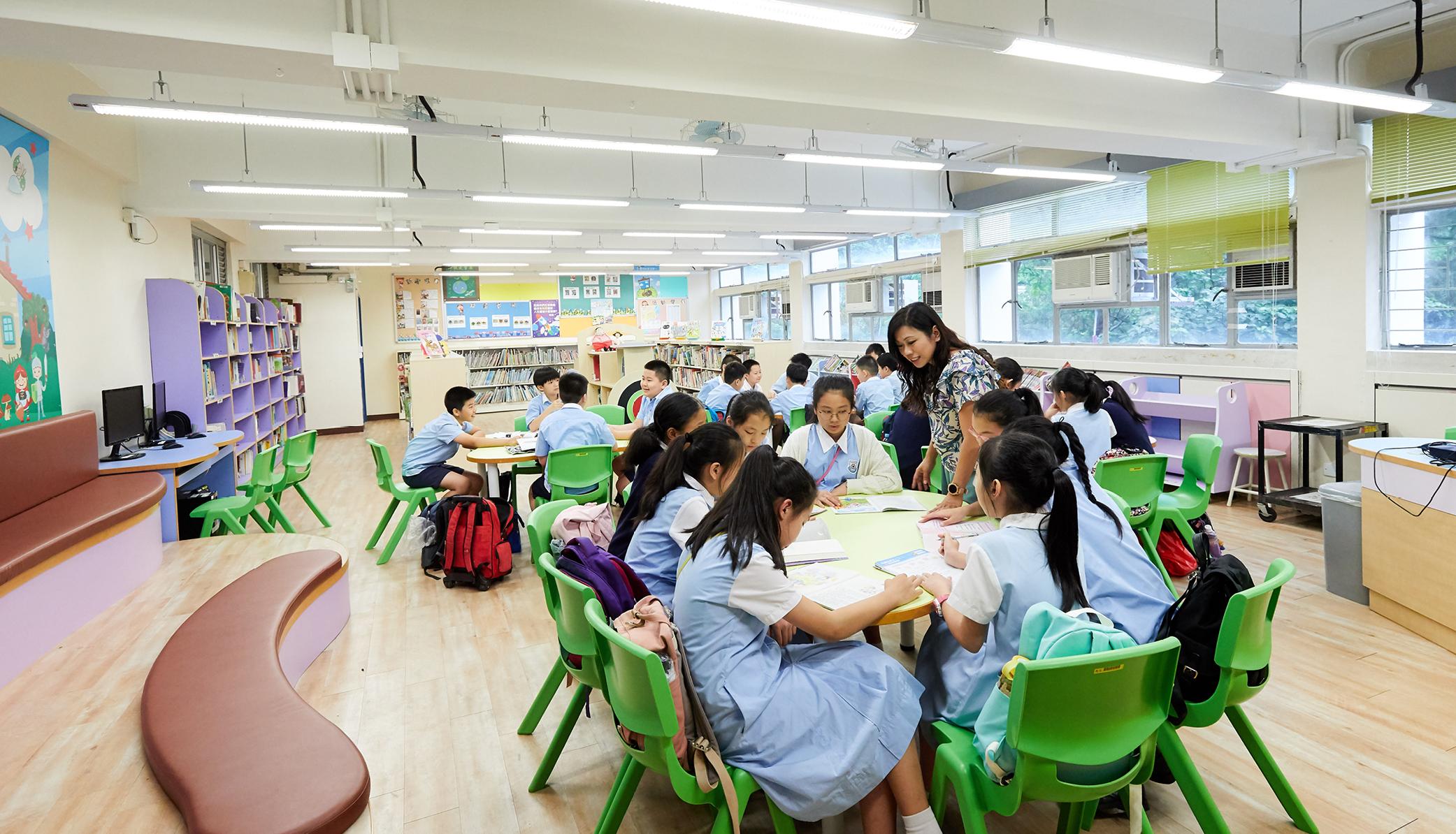 教育傳媒:中英數主科在專科專教的帶動下,學生成績取得很大的進步。
