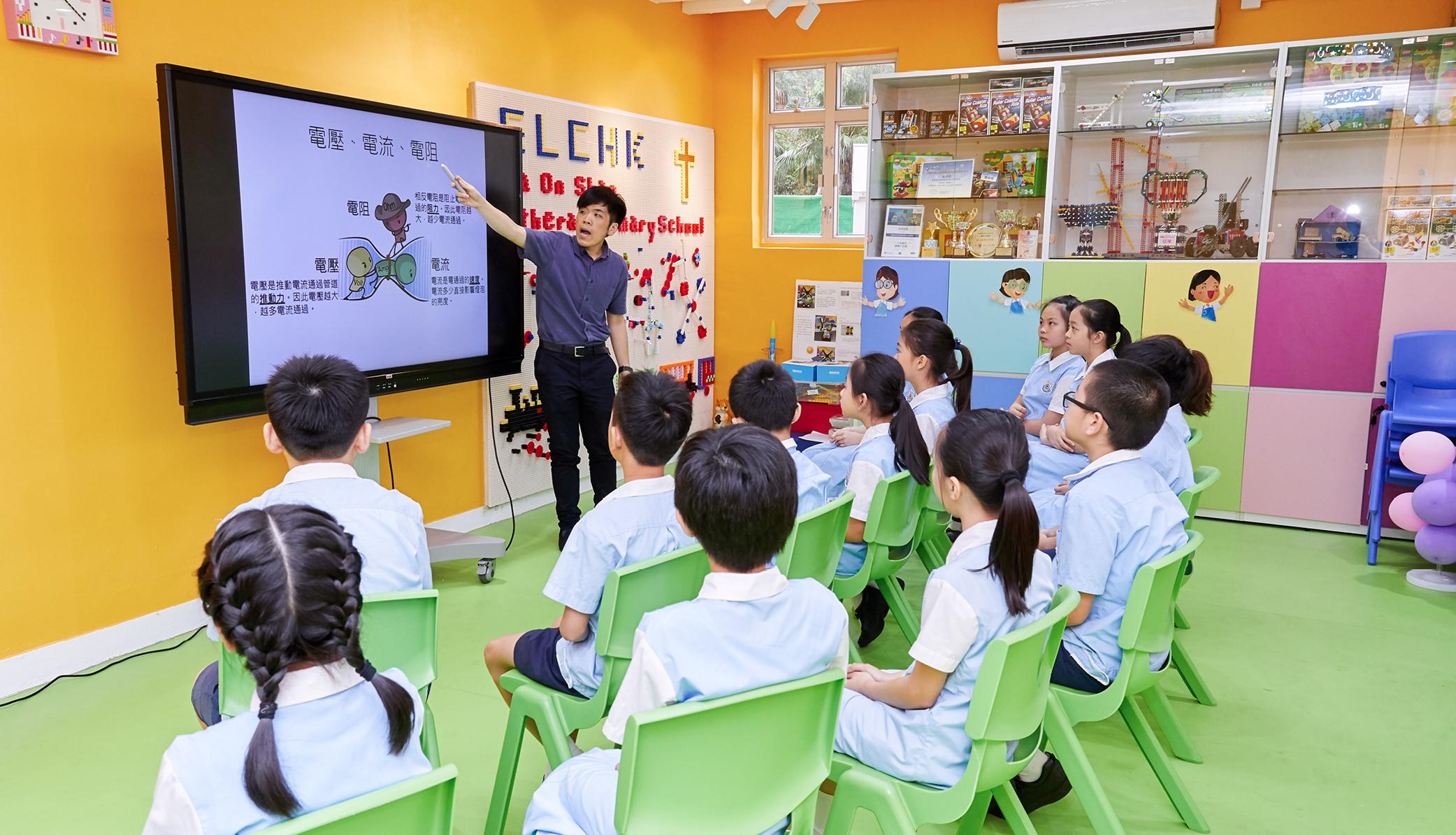 教育傳媒:學校課程以學生為本位,老師在STEM Room授課,注重發展學生高階思維能力。