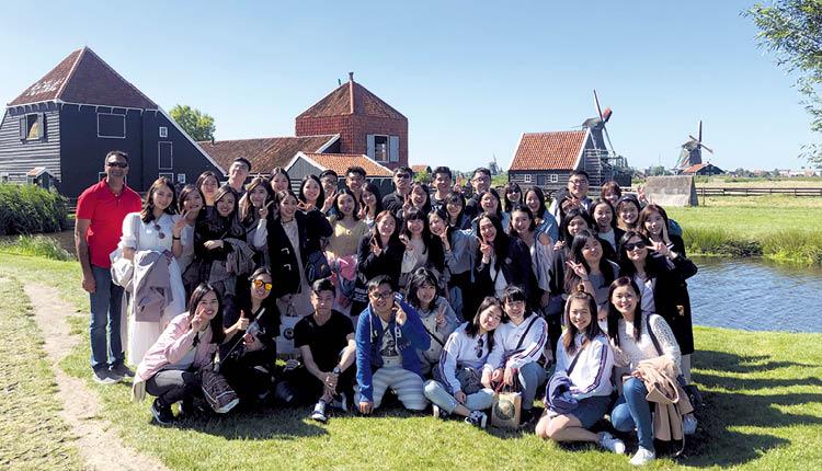 香港公開大學 同學於澳洲及荷蘭等地進行海外沉浸課程,同時參觀當地學府以作交流。