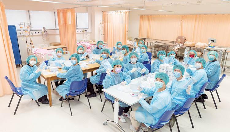 公大的護理學同學一同參與「護理護您齊抗疫2020」, 送贈抗疫福袋予基層社群。