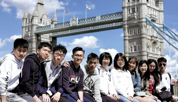 同學有機會到英國進行為期四週的夏季學習計劃,透過家庭寄宿、社區服務、進行各項體育和音樂等活動,開闊眼界。