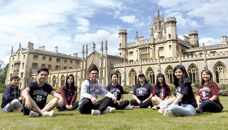 香港公開大學為了擴闊視野,公大學生有機會到英國劍橋大學的Magdalene College 進行海外沉浸課程,加強外語訓練之餘,亦可接觸多元文化。