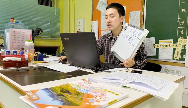 三水同鄉會禤景榮學校的老師們為了學生,於疫情間盡力籌備最好的網上教學,實踐停課不停學。